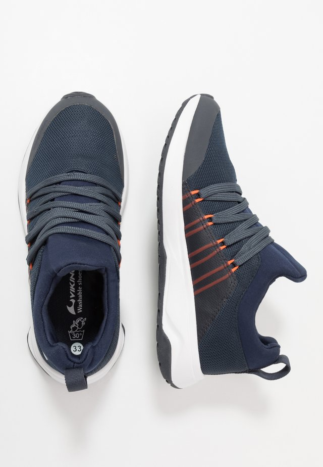 ENGENES GTX - Scarpe da camminata - navy/orange