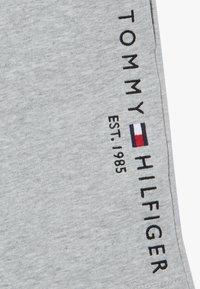 Tommy Hilfiger - ESSENTIAL - Tracksuit bottoms - grey - 2