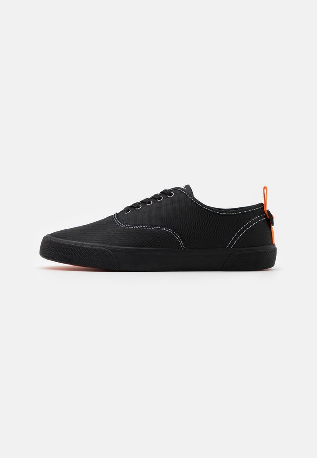 VEGAN KINROSS - Sneakers laag - black