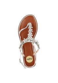 Buffalo - Sandály s odděleným palcem - silver - 1
