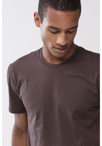 Mey - T-SHIRT SERIE DRY COTTON COLOUR - Undershirt - mocca - 3