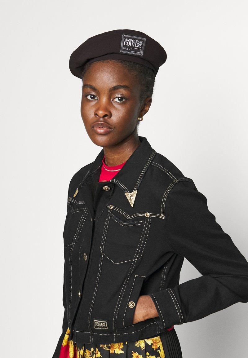 Versace Jeans Couture - Čepice - nero