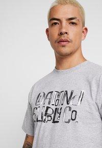 Diamond Supply Co. - DOWNTOWN SIGNATURE - Print T-shirt - heather grey - 4
