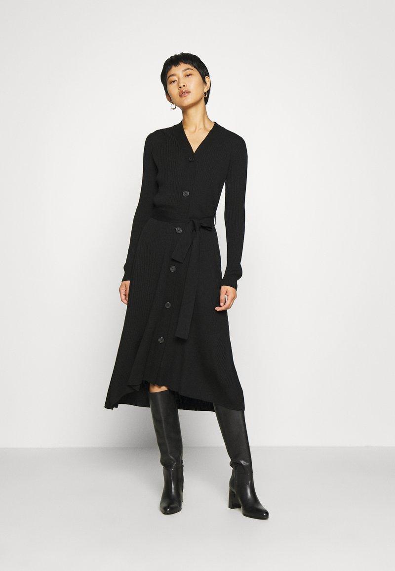 IVY & OAK - Pletené šaty - black