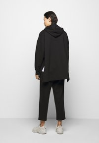 Mother of Pearl - PRINTED HOODIE WITH THICK - Mikina skapucí - black - 2