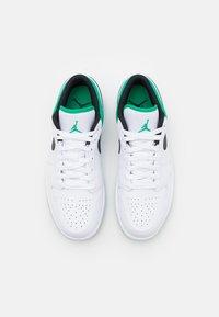 Jordan - AIR 1 - Sneakers laag - white/stadium green/black - 3