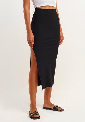 MIT SEITLICHEM SCHLITZ - Pencil skirt - black