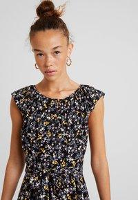 Dorothy Perkins Petite - DITSY BUTTON DRESS - Day dress - black - 4