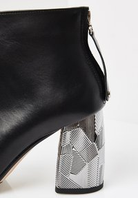 RISA - Ankle boots - schwarz - 4
