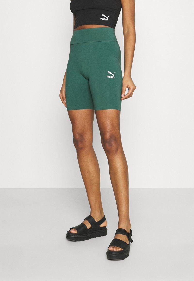 Puma - CLASSICS TIGHTS - Shorts - böuse spruce