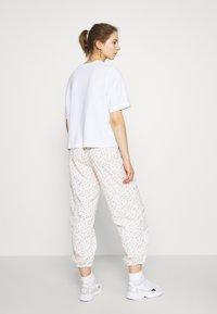 Levi's® - DREW PANTS - Pantalon de survêtement - tofu - 0