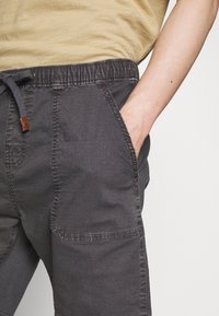 INDICODE JEANS - THISTED - Shorts - dark grey - 4