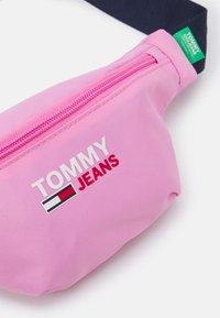 Tommy Jeans - CAMPUS BUMBAG - Ledvinka - pink - 3