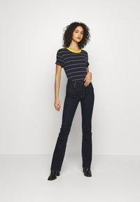Levi's® - 725 HIGH RISE BOOTCUT - Jean bootcut - dark-blue denim - 1