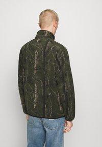Carhartt WIP - BEAUFORT JACKET - Fleece jacket - tree green/grey - 2
