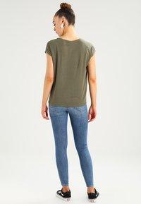 Vero Moda - VMAVA PLAIN - T-shirt basic - kalamata - 2