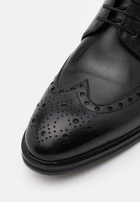 JOOP! - PERO KLEITOS BROUGE LACE UP - Smart lace-ups - black - 5