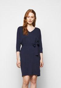 Marella - SESTRI - Pletené šaty - oceano/bianco - 0