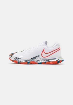 AIR ZOOM VAPOR CAGE 4 - Buty tenisowe uniwersalne - white/team orange/green abyss