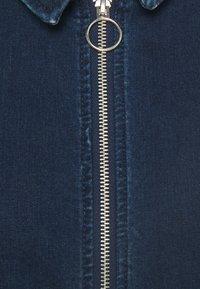 ONLY - ONLFLEUR LIFE PUFF DRESS - Denimové šaty - dark blue denim - 6
