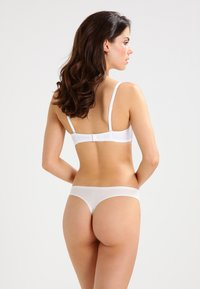 Chantelle - SOFT STRETCH - Thong - elfenbein