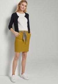 TOM TAILOR - Pouzdrová sukně - deep golden yellow - 1