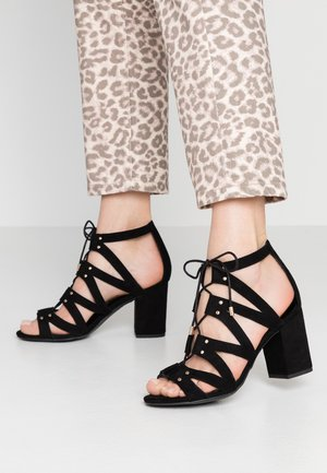 WIDE FIT TILZ - Sandalias - black