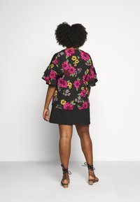 CAPSULE by Simply Be - FLUTED SLEEVE BOXY - Blouse - berry - 2