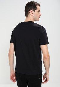 Armani Exchange - T-shirts print - black - 2