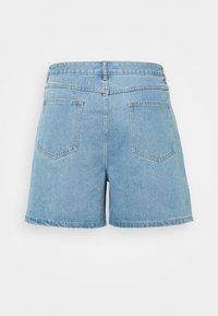 Missguided Plus - BERMUDA MID WASH - Shorts di jeans - blue - 1