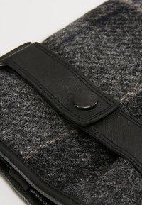 Barbour - NEWBROUGH TARTAN GLOVE - Gloves - black - 4