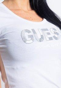 Guess - Print T-shirt - white - 3