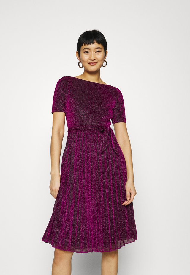 BETTY PLISSE DRESS GLITTER PLISOLEY - Jerseyjurk - vivid purple