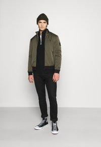 Calvin Klein Jeans - UTILITY HALF ZIP SWEATER - Jumper - black - 1