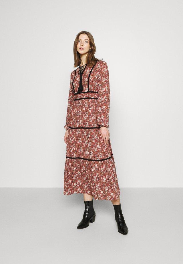 VMBELLA TIE DRESS - Korte jurk - marsala/bella
