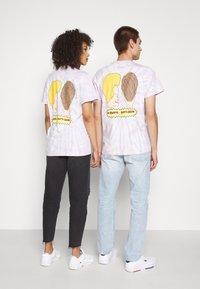Tommy Jeans - ABO TJU X BEAVIS TEE UNISEX - T-Shirt print - lilac dawn - 2