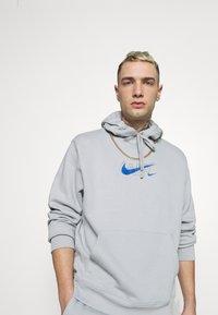Nike Sportswear - HOODIE AIR  - Hoodie - light smoke grey - 3