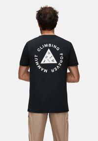 Mammut - MASSONE MEN - T-shirt z nadrukiem - black prt - 1