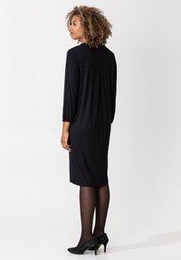 Indiska - SYLVIA - Žerzejové šaty - black - 2