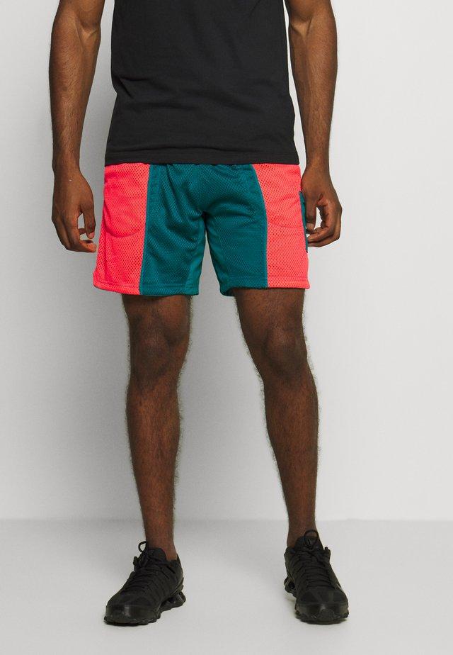 Sports shorts - bright spruce/laser crimson/black