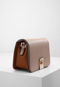 L.CREDI - FLORETTA - Across body bag - nude - 2