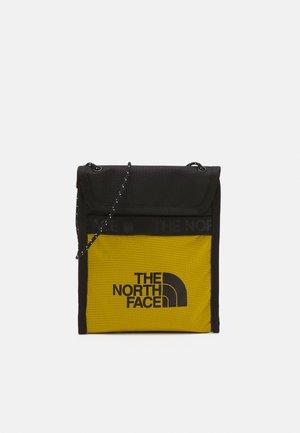BOZER NECK POUCH UNISEX - Across body bag - arrowwood yellow/black