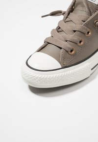 Converse - CHUCK TAYLOR ALL STAR STREET ROVER - Trainers - mason taupe/vintage white - 2