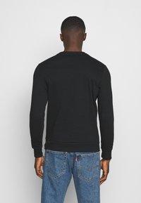 Jack & Jones - JJHERO CREW NECK - Sweatshirt - black - 2