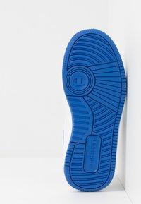 Champion - LOW CUT SHOE REBOUND UNISEX - Chaussures de basket - white/red - 5