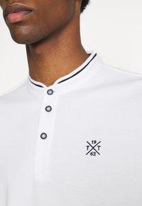 TOM TAILOR - COLLAR BAND - Basic T-shirt - off-white - 4