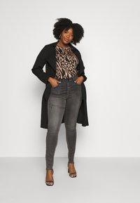 Zizzi - LONG AMY - Jeans Skinny Fit - grey denim - 1