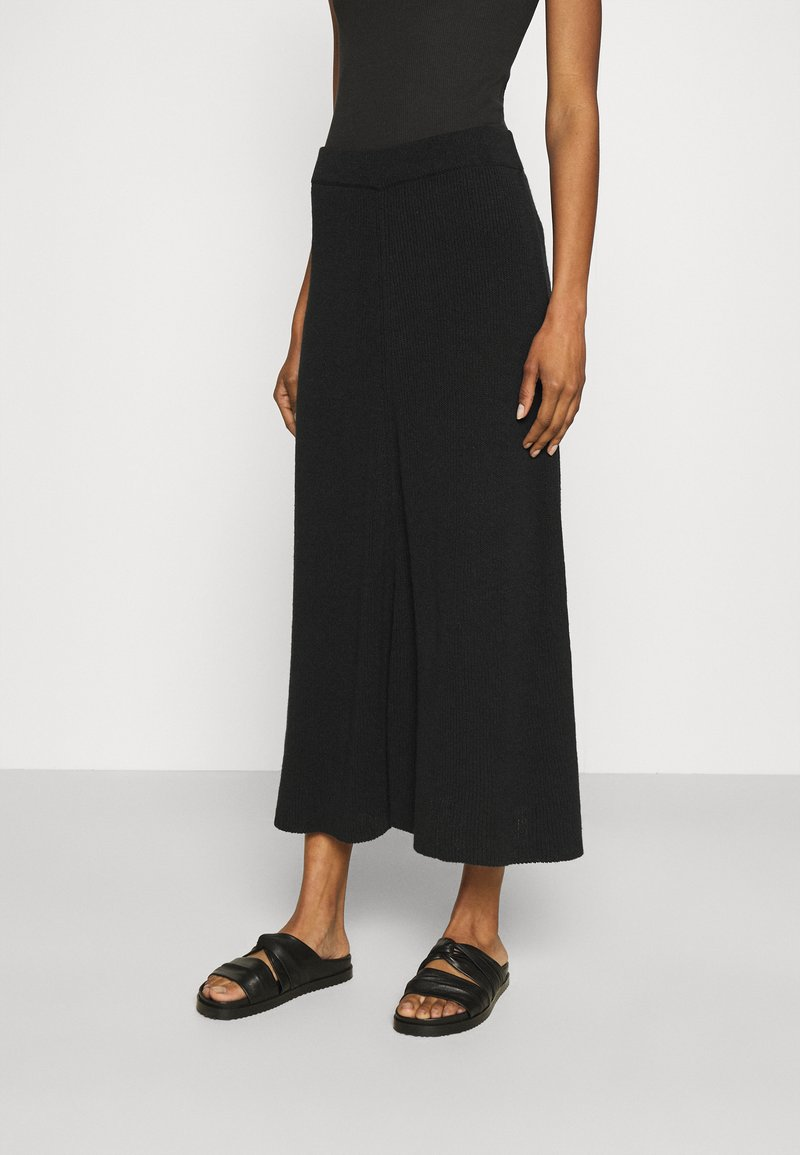CLOSED - AGDA - Maxi skirt - black