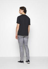 Pepe Jeans - HATCH - Jeansy Slim Fit - grey denim - 2