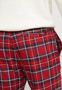 Only & Sons - ONSLINUS CROPPED CHECK PANT - Kangashousut - pompeian red - 3